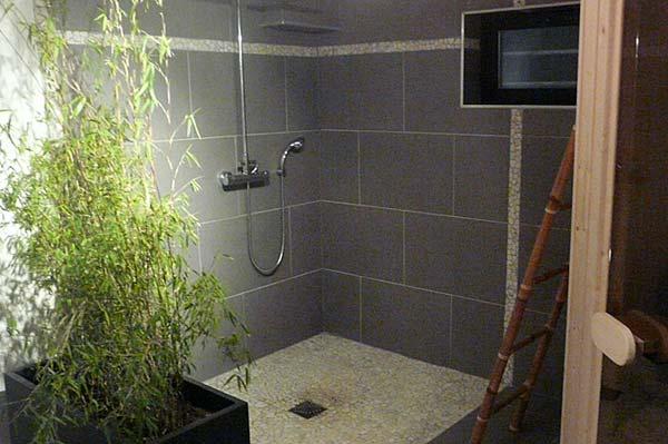 La douche XXL dans la salle de bien etre